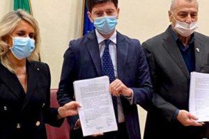 Aiop, Aris e i sindacati hanno firmato al ministero della Salute il rinnovo del contratto collettivo nazionale del personale non medico della sanità privata.